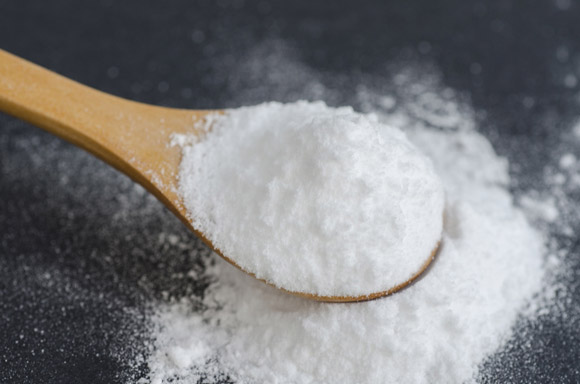 DIY toothpaste using mineral-rich ingredients. (c) Fotolia